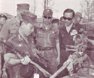 Weapons captured by USMC and ARVN troops during Operation Colorado are inspected by (right to left) Prime Minister Nguyen Cao Ky, Lt.