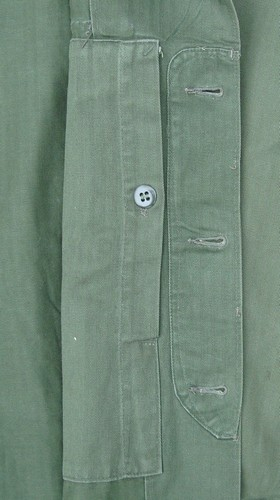 The inner map pocket on the Marine Corps P53 Utility Shirt was closed by a single button.