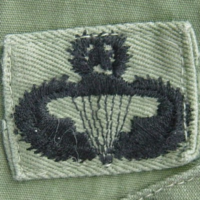 The Master Parachutist Badge featured a star surrounded by a laurel wreath above the parachute canopy.