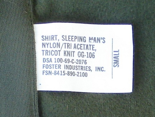 Size, nomenclature and contract label in the Nylon Sleeping Shirt.