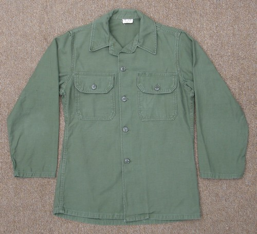The P63 Utility Shirt was also produced without the adjustable sleeve tabs.