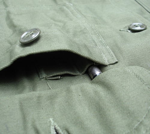 The pen pocket inside the left patch pocket of the P63 Utility Shirt was divided into two compartments.
