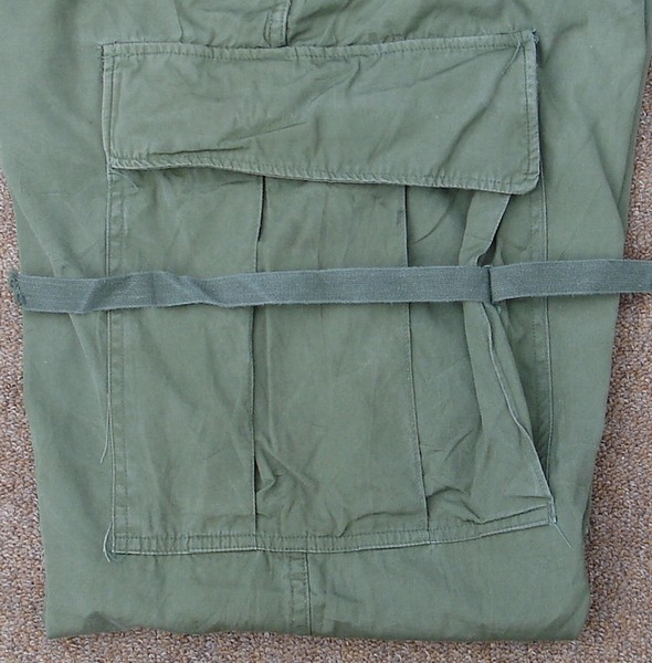 The bellows-type thigh cargo pockets on the 2nd pattern Tropical Combat Trousers contained leg ties.