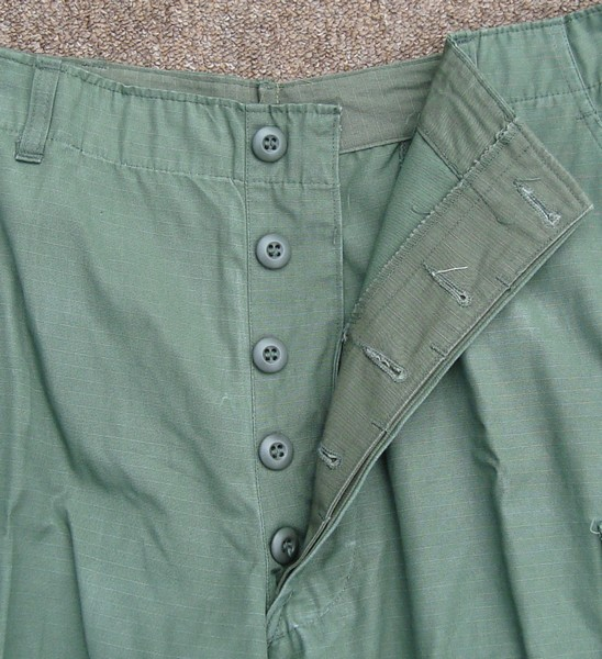 The 5th pattern Tropical Combat Trousers had a button fly.