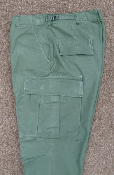 All versions of the Tropical Combat Trousers featured two hanging pockets, two hip pockets and two thigh cargo pockets.