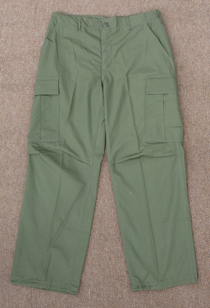 The 6th pattern Tropical Combat Trousers were made from rip-stop cotton poplin.