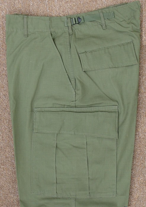 All Tropical Combat Trousers had two hanging pockets, two hip pockets and two thigh cargo pockets.